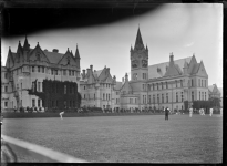 800px-View_of_the_Seacliff_Mental_Hospital,_circa_1926._ATLIB_294031.png
