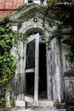 abandoned_mental_asylum___doorway_by_cjheery-d9bw78j.jpg