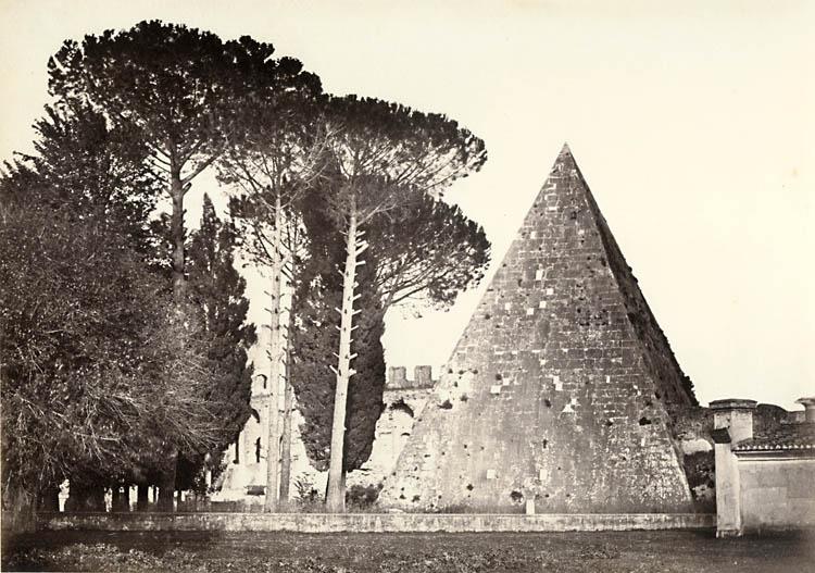 1_italy_pyramids_Caius_Cestius_4.jpg