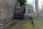 Pompei_waterwell_4.jpg